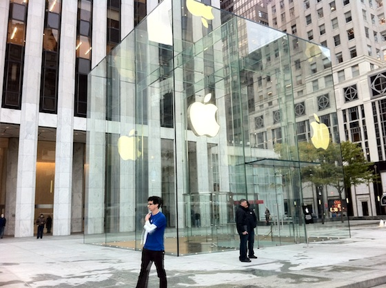 Apple\'s Fifth Avenue Store Re-Opens Today With Its Redesigned Glass ...